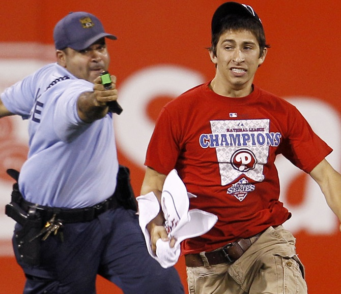 Phillies+Fan+Taser+Funny
