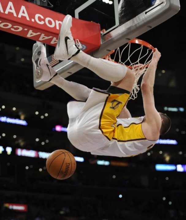 Josh+McRoberts+Dunk+NBA+White+Boy
