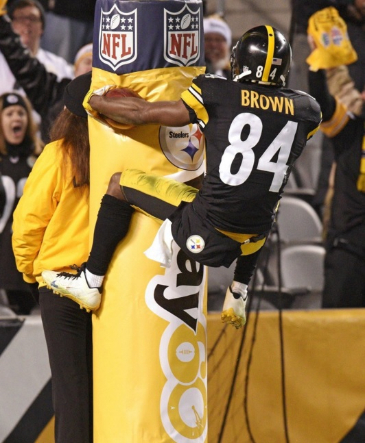 antonio brown pittsburgh steelers indianapolis colts goalpost celebration touchdown picks against the spread nfl america's white boy 2015