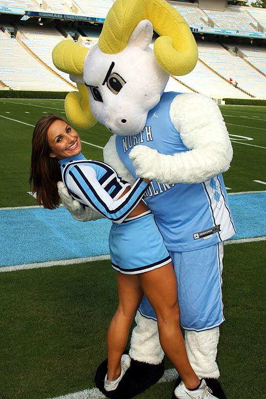 unc-cheerleader-rachelle09
